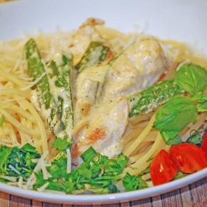 Спагетти с куриным филе и цукини