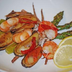 Морепродукты со спаржей и чили