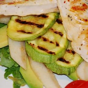 Теплый салат с куриным филе