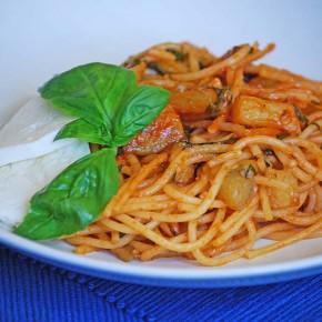 Спагетти по-сицилийски с баклажанами и моцареллой