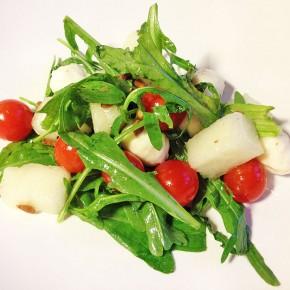 Салат с дыней и руколой